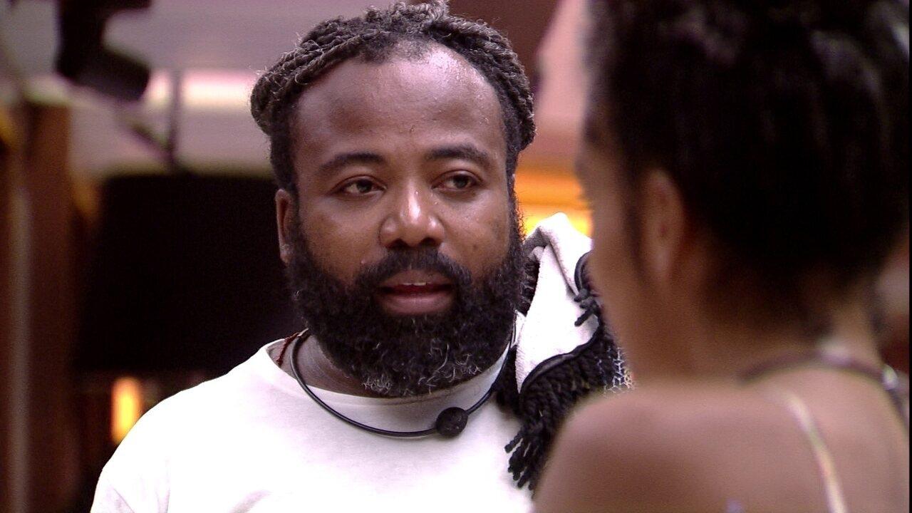 Rodrigo combina de fazer massagem em Paula e Hariany