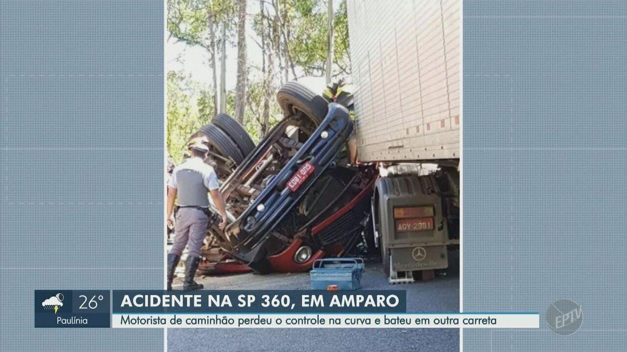 Motorista de caminhão perde o controle e bate em uma carreta em Amparo