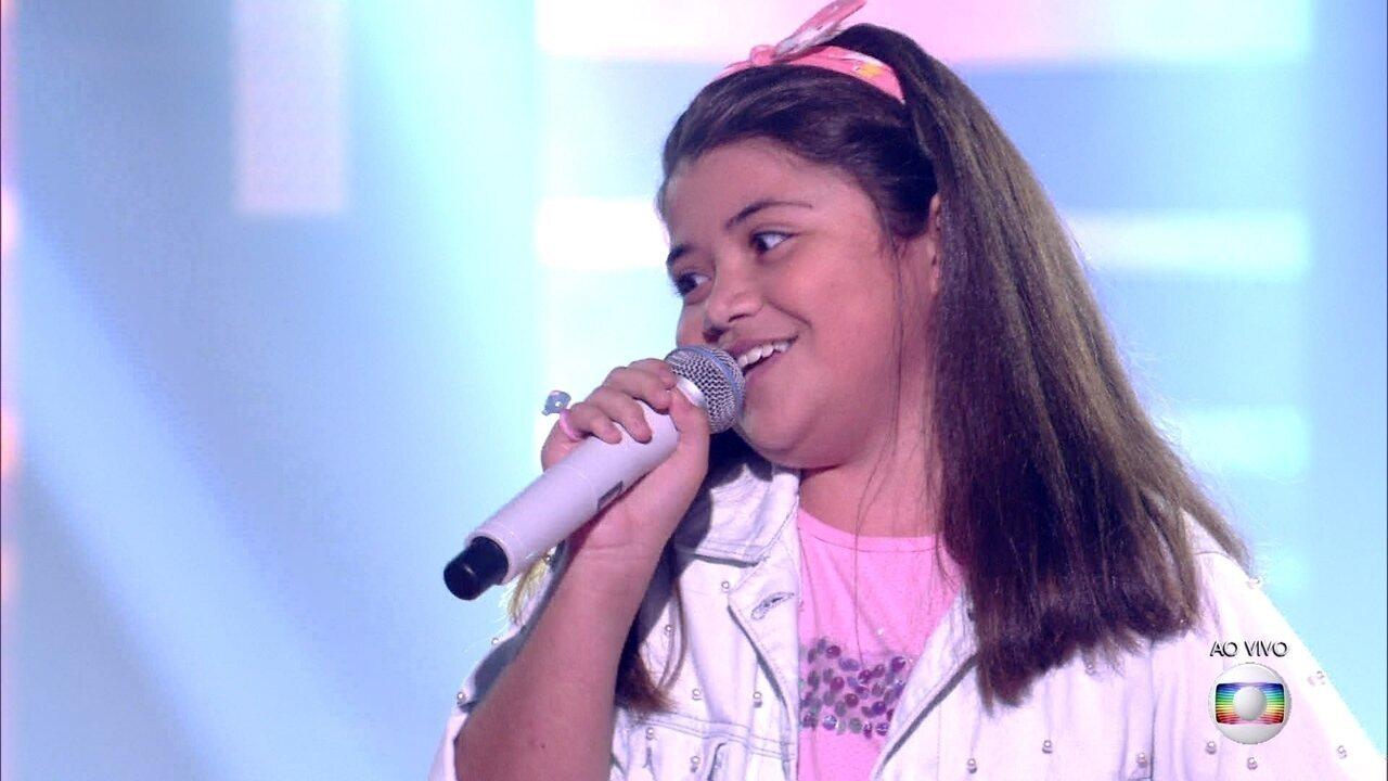 """Bia Abraão canta """"O Pato""""; reveja a apresentação"""