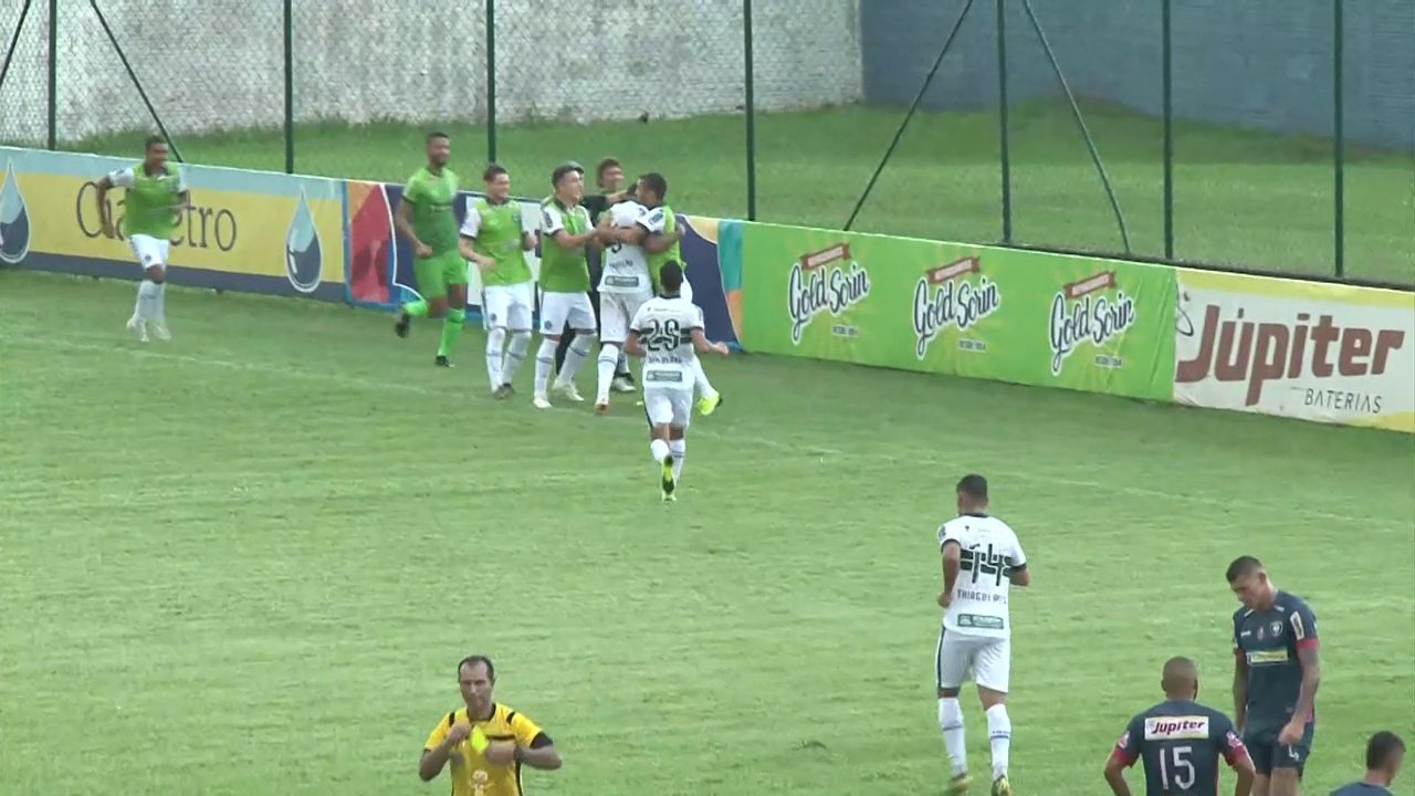 Gol do Coritiba! Thiago Lopes faz bonita jogada e Rodrigão, mesmo caído, empurra pro gol
