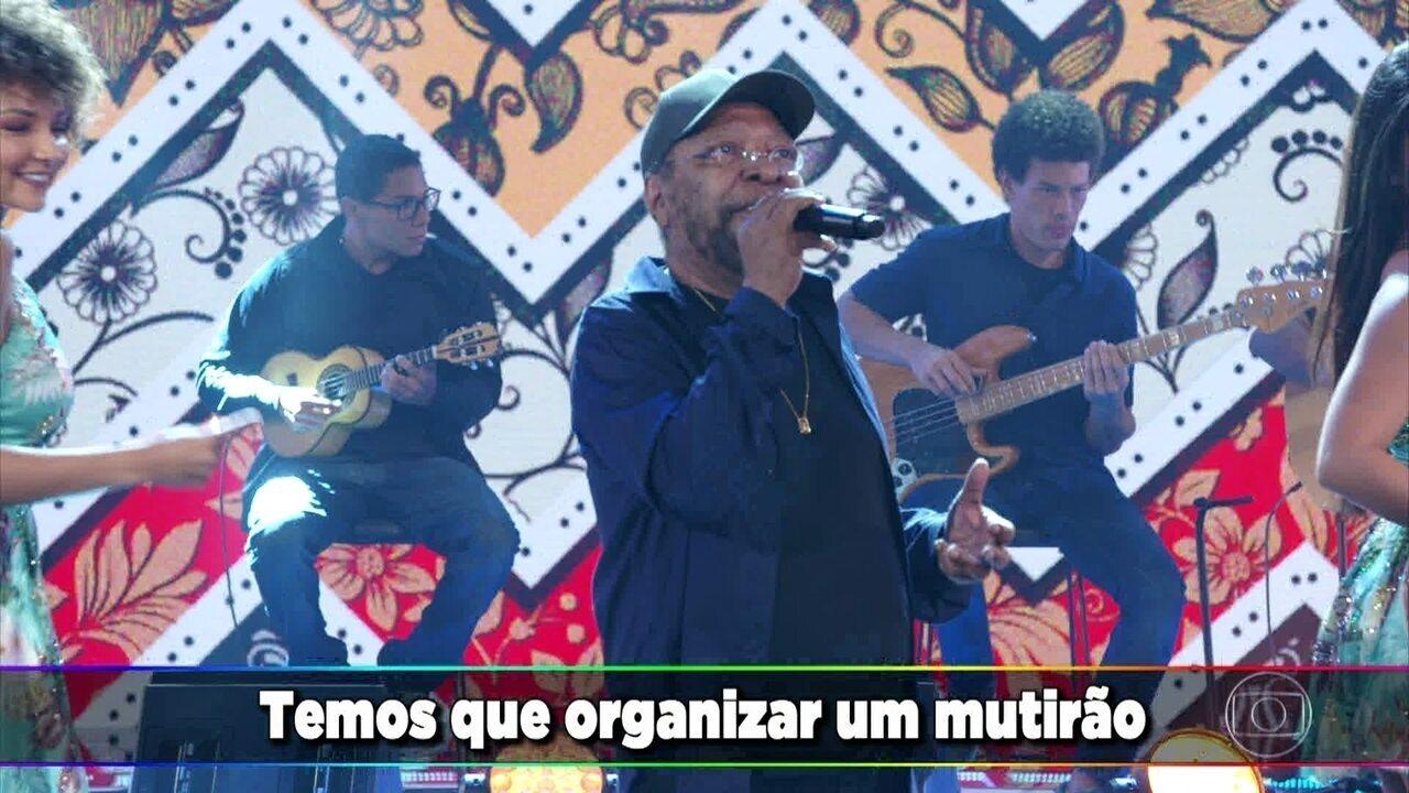 Martinho da Vila canta