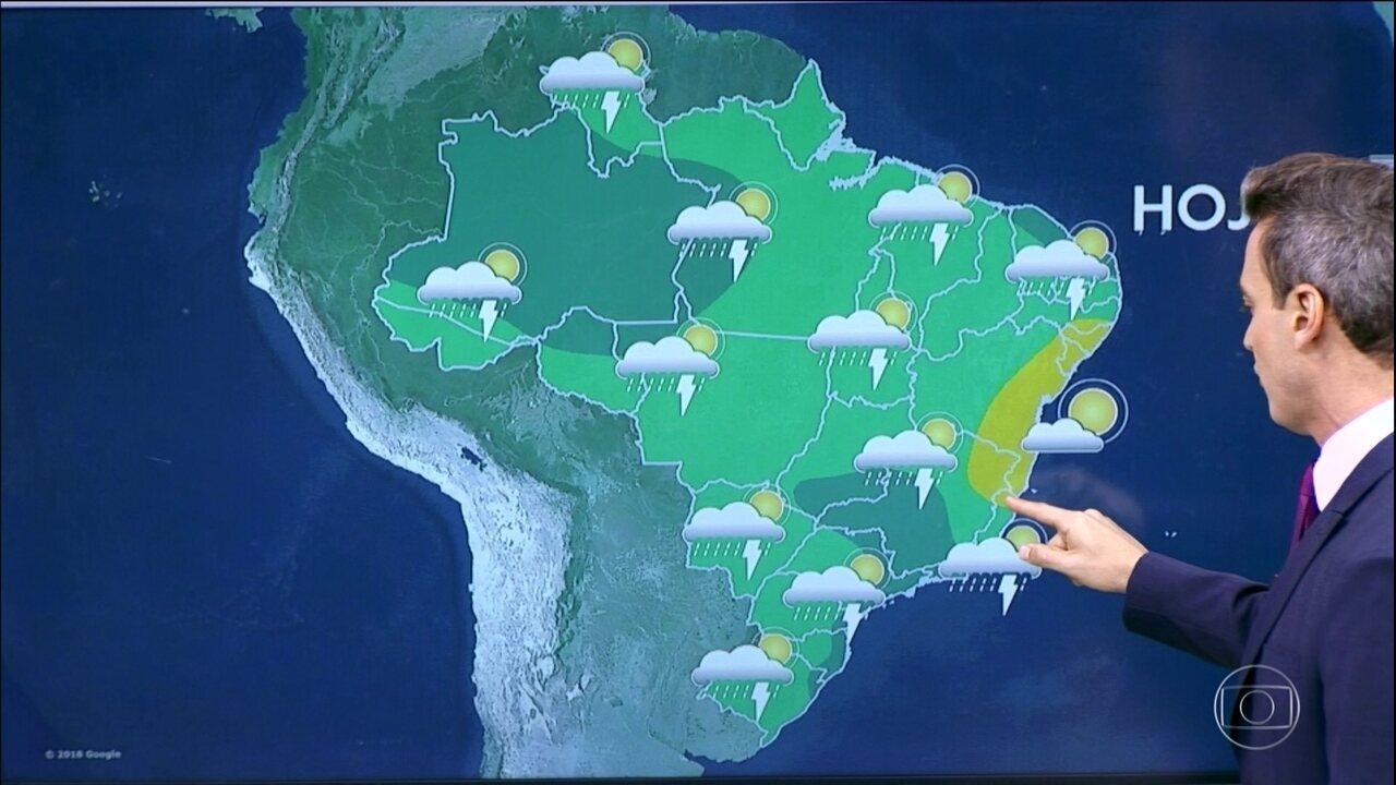 Previsão é de chuva forte para o período da tarde, em SP