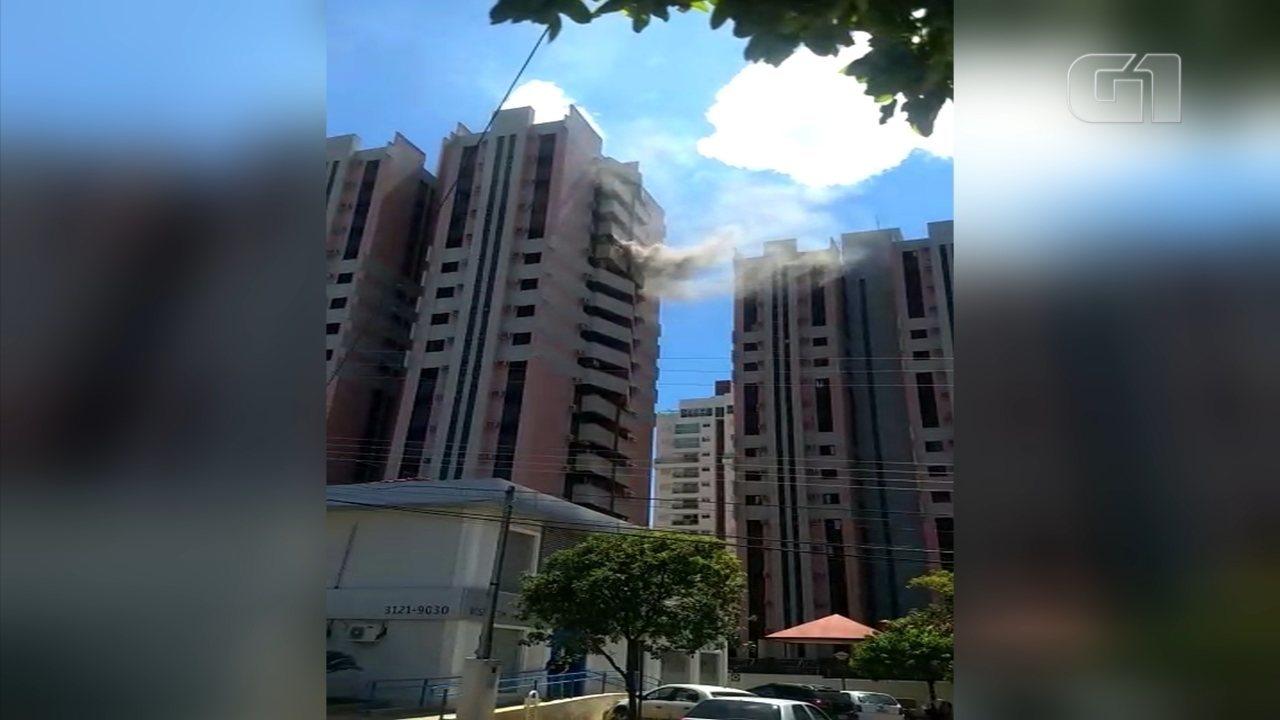 Apartamento pega fogo em avenida de Rio Preto