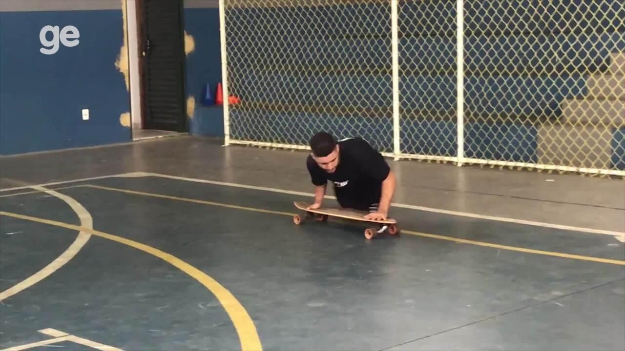 Júlio Braz, do rugby em cadeira de rodas, demonstra desenvoltura andando de skate
