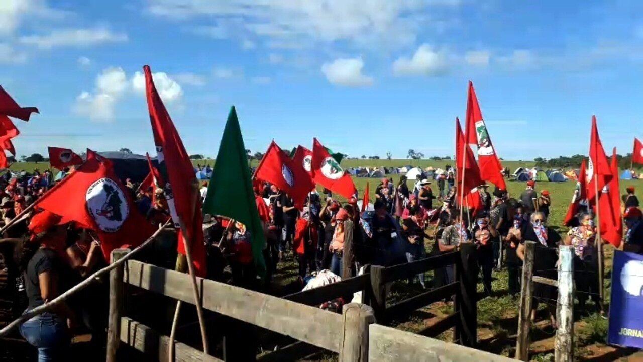 Integrantes do MST ocupam fazenda de João de Deus em Goiás