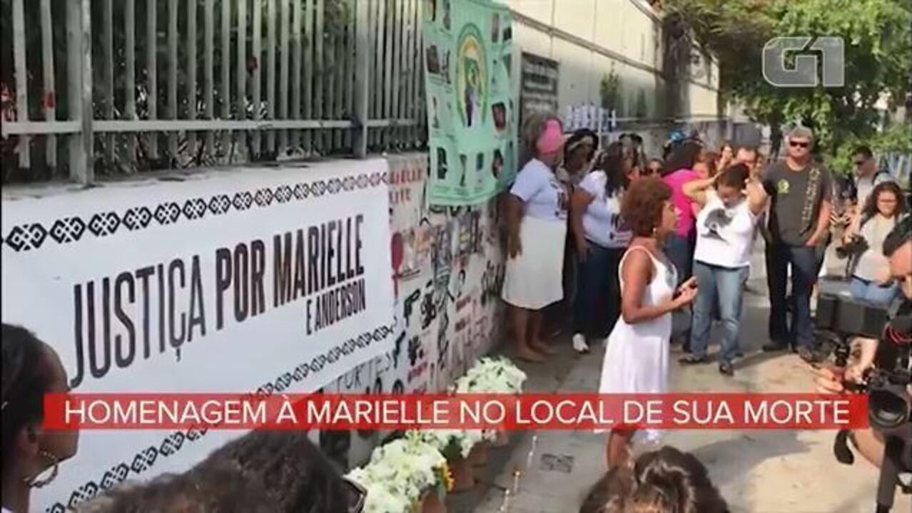 Ato no local do assassinato homenageia Marielle Franco um ano após sua morte