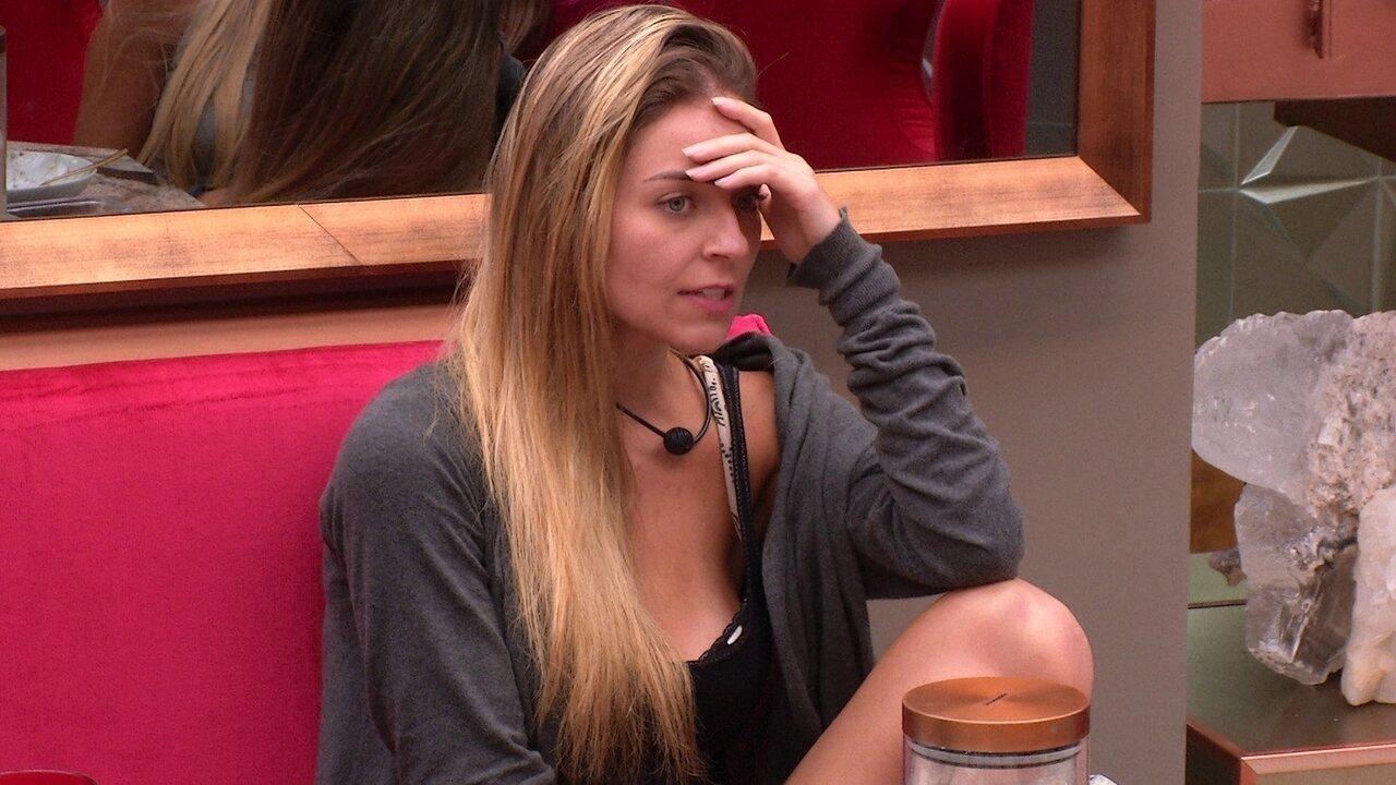 Paula revela as opções de voto e diz que vota em Elana antes de Alan
