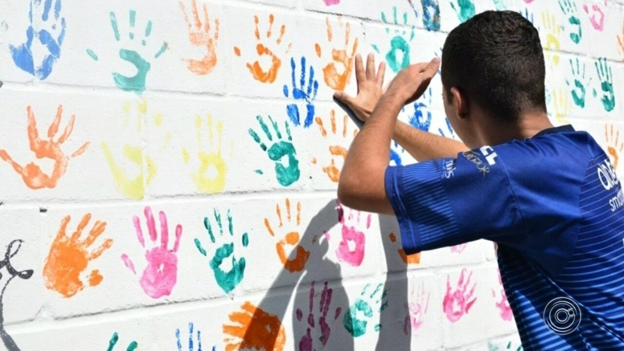 Escola de Sorocaba faz homenagem às vítimas de tragédia em Suzano