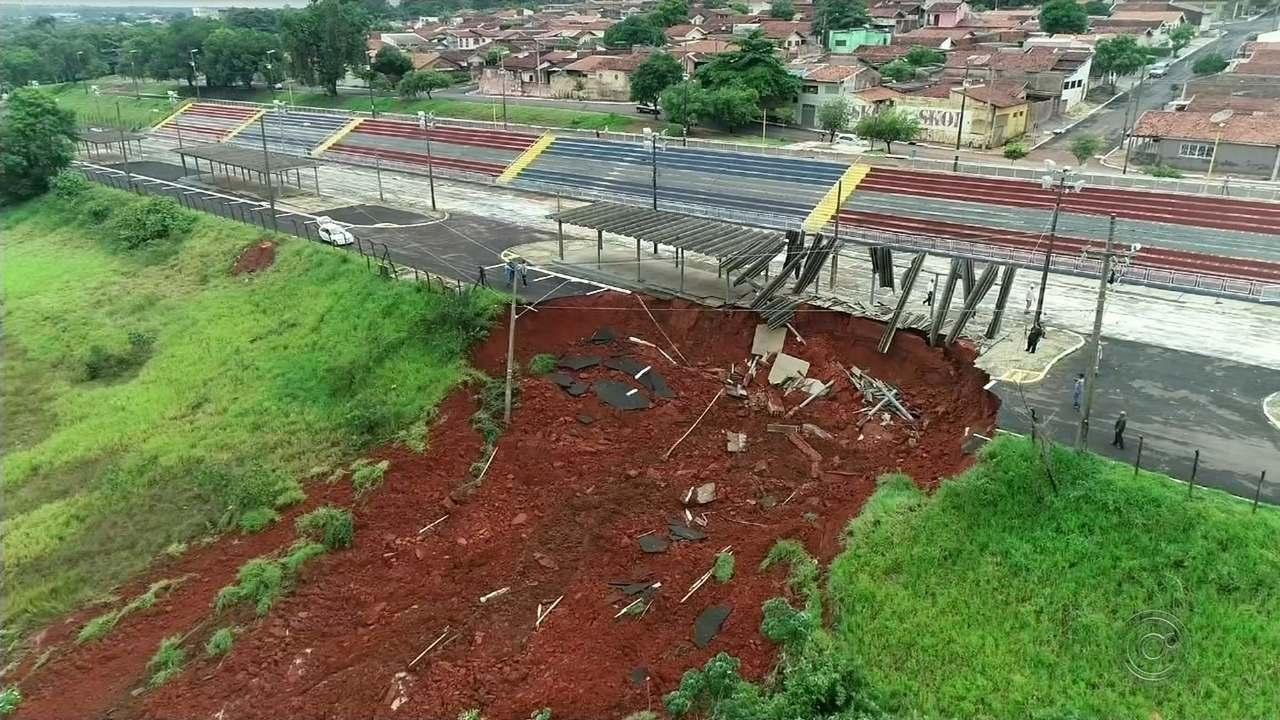 Erosão leva parte do sambódromo de Bauru