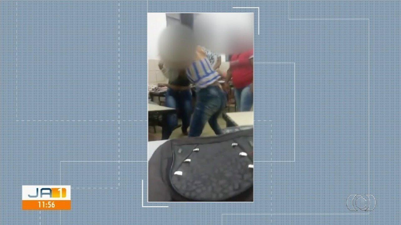Alunas brigam em sala de aula em escola do Novo Gama