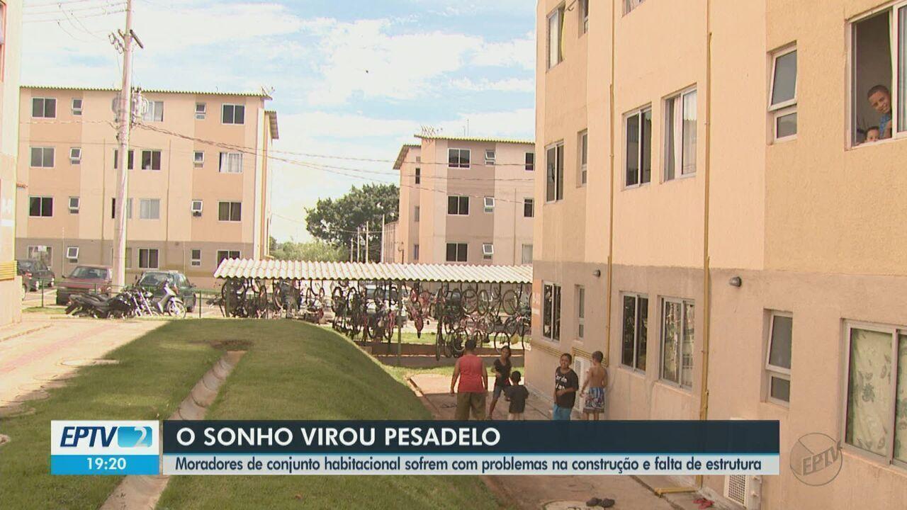 Moradores de conjunto habitacional de Rio Claro sofrem com problemas na construção