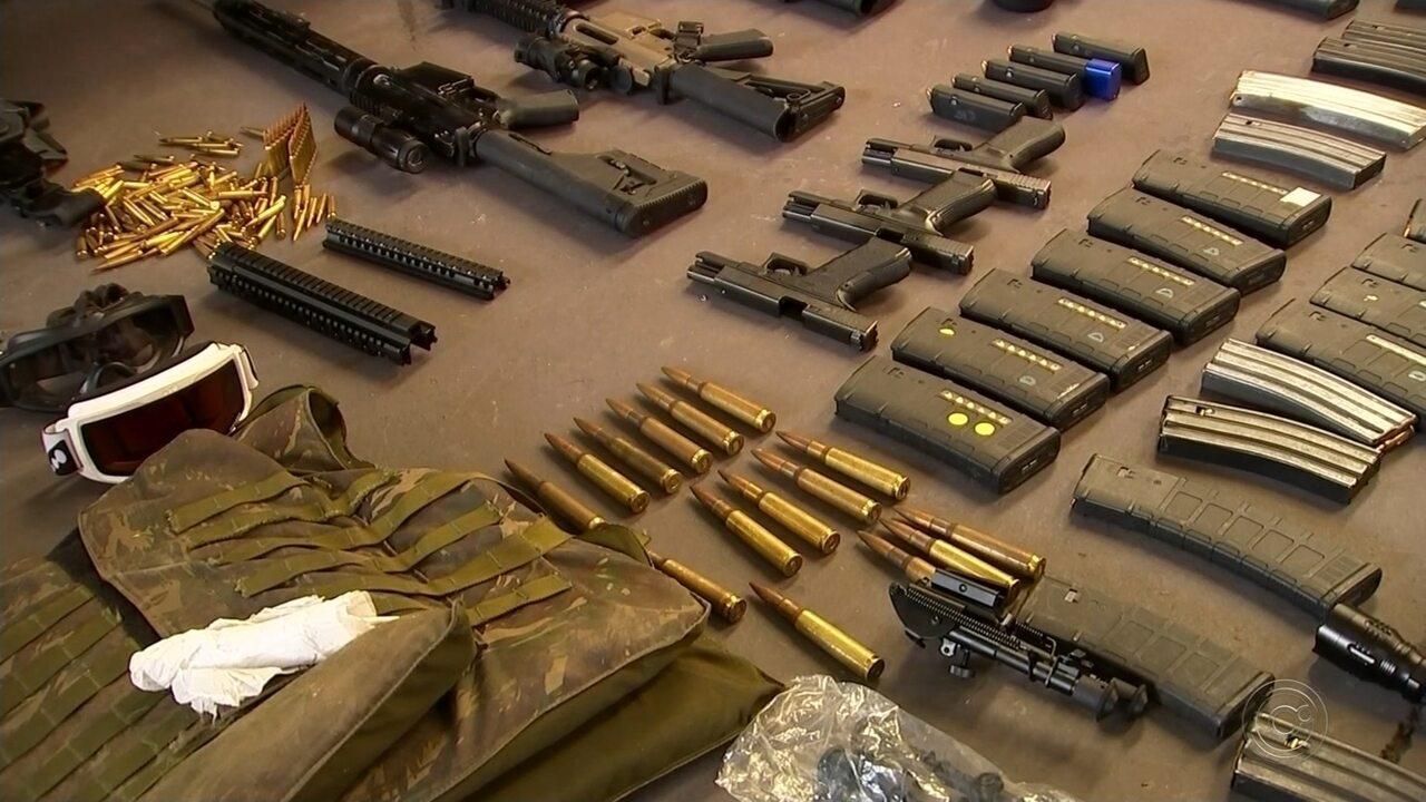Polícia apreende carros blindados, fuzis e munição para derrubar aeronave em Rio Preto