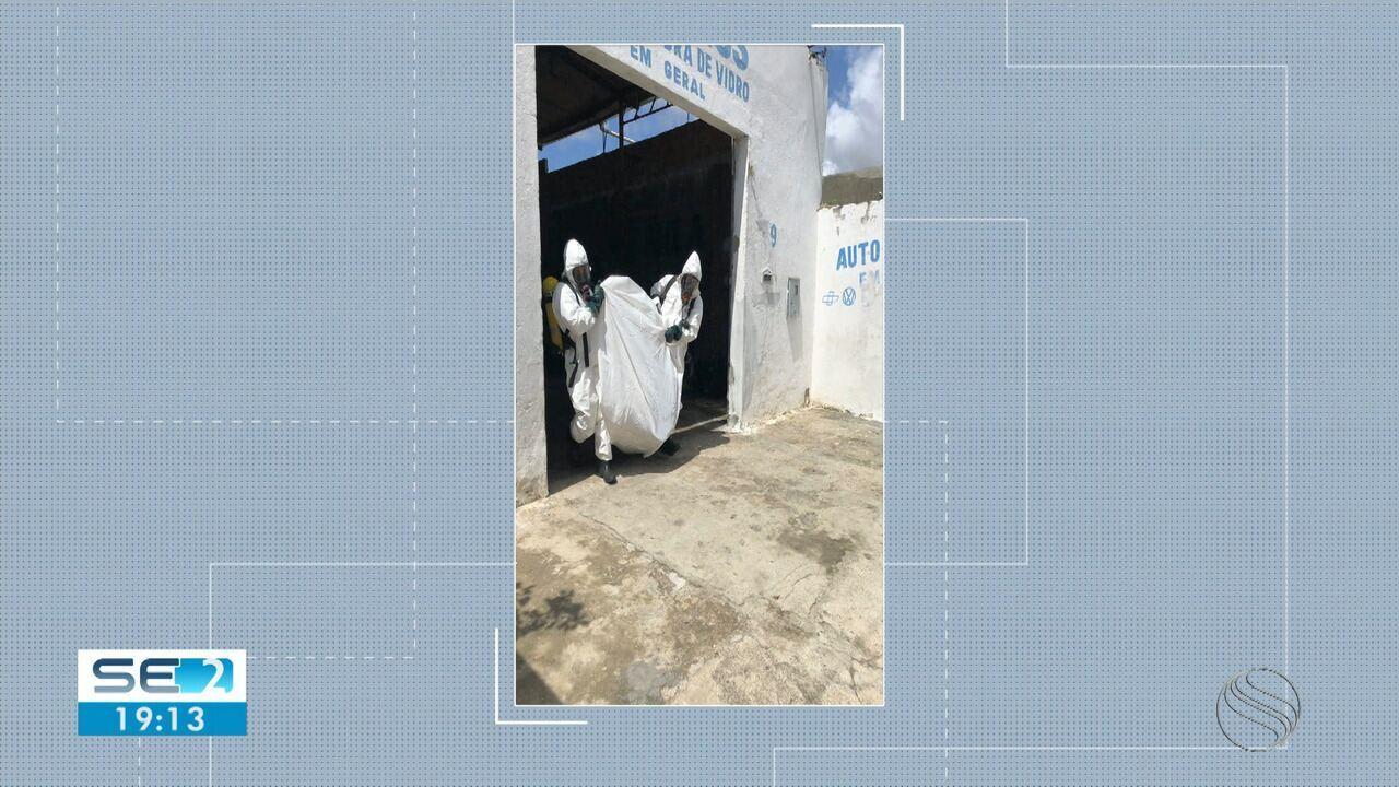 Material tóxico é retirado de oficina mecânica em Aracaju