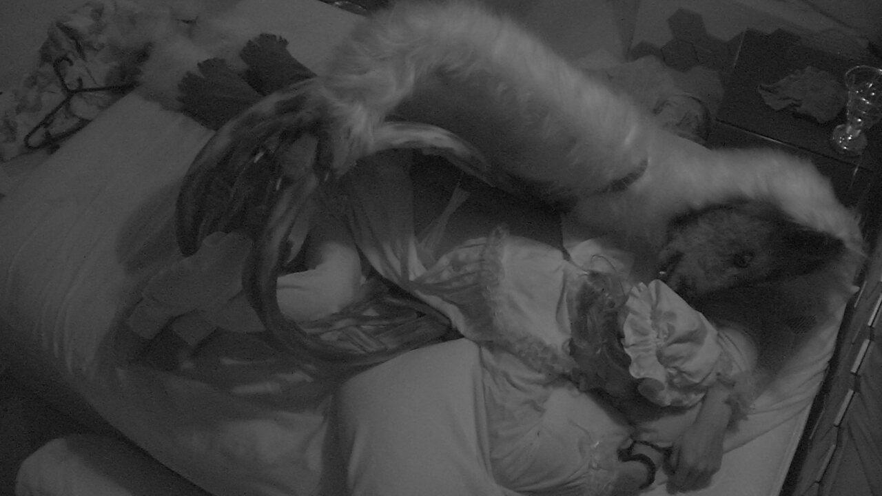 Após festa, Danrley dorme com a roupa do Monstro