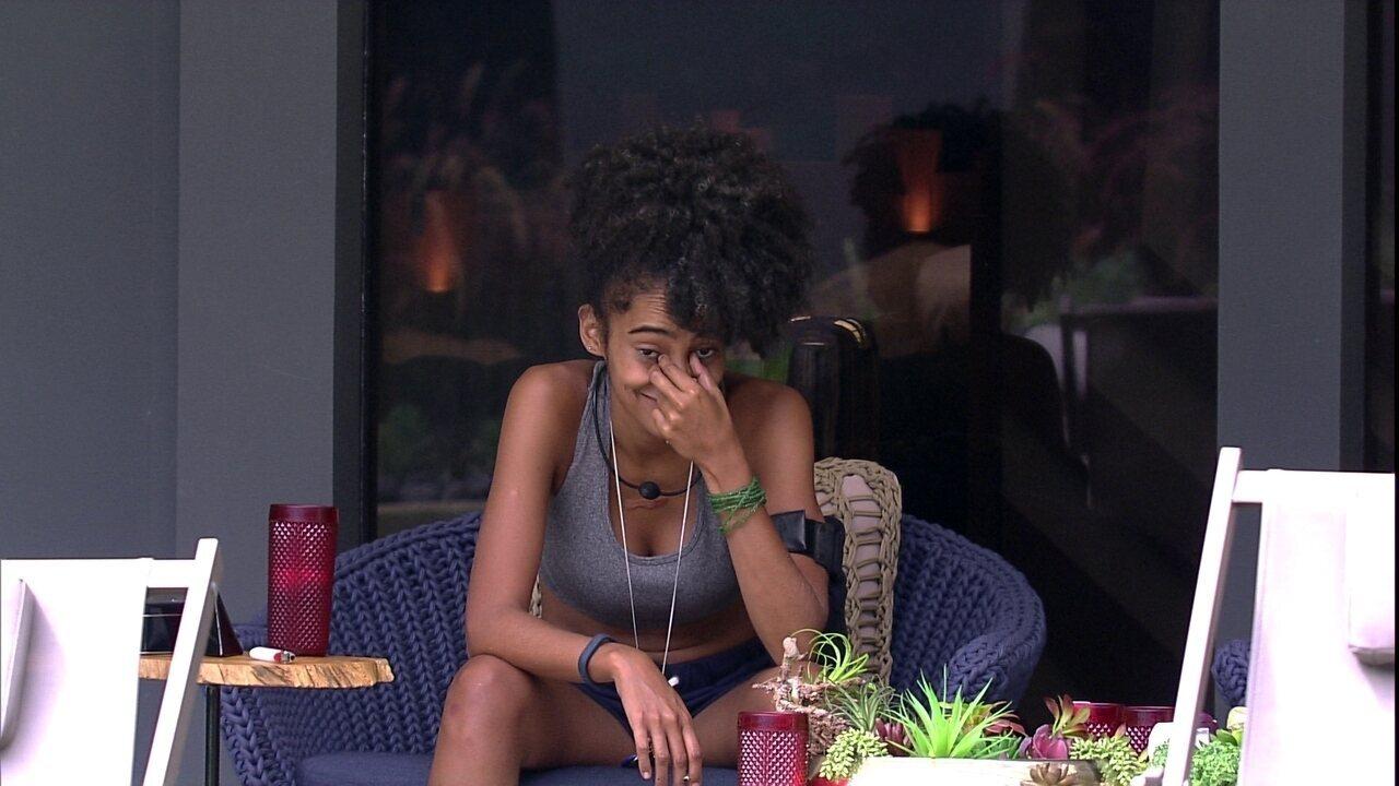 Gabriela confessa para Rízia sobre festa: 'Tô lembrando das coisas que eu fiz'