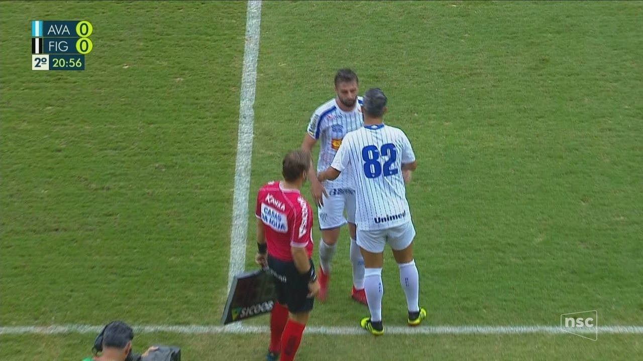 Douglas estreia pelo Avaí, aos 20 do 2º tempo