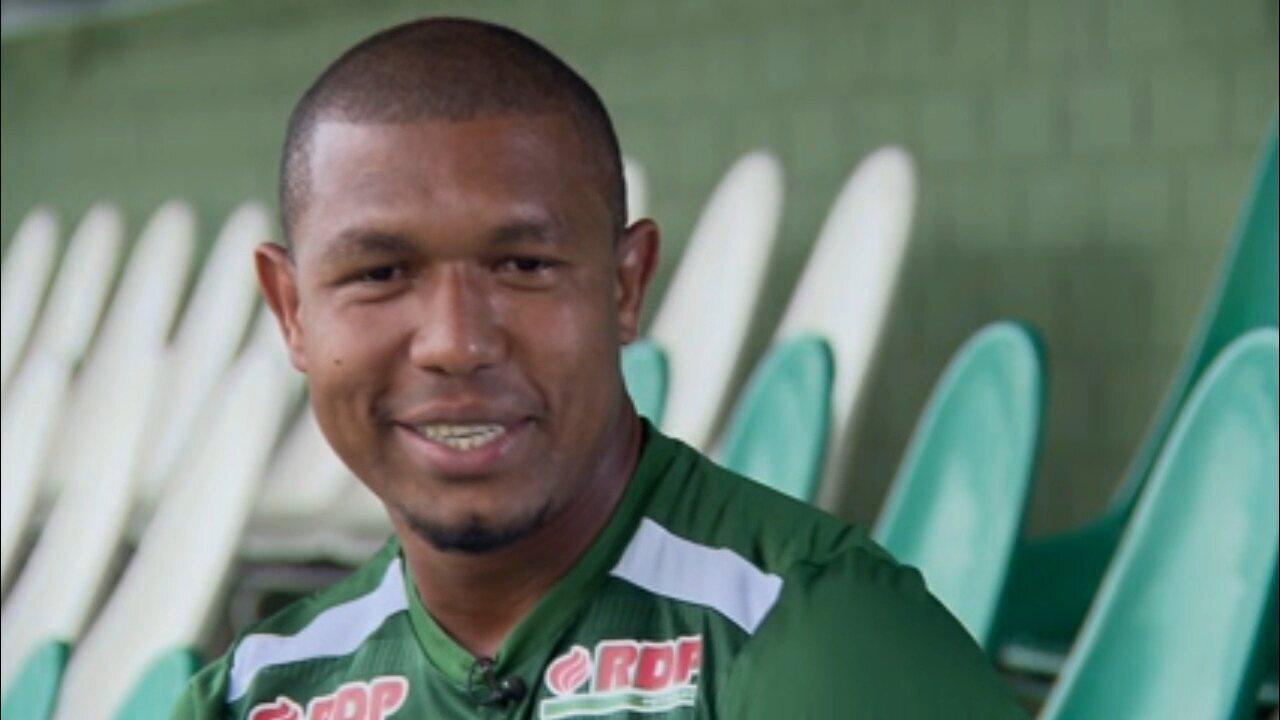 Rodrigão relembra início no futebol amador até chegar ao Santos