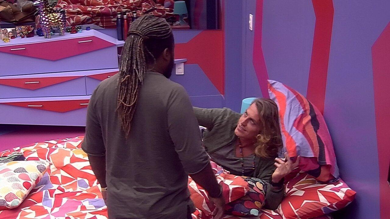 Alberto agradece preocupação de Rodrigo: 'Te amo'