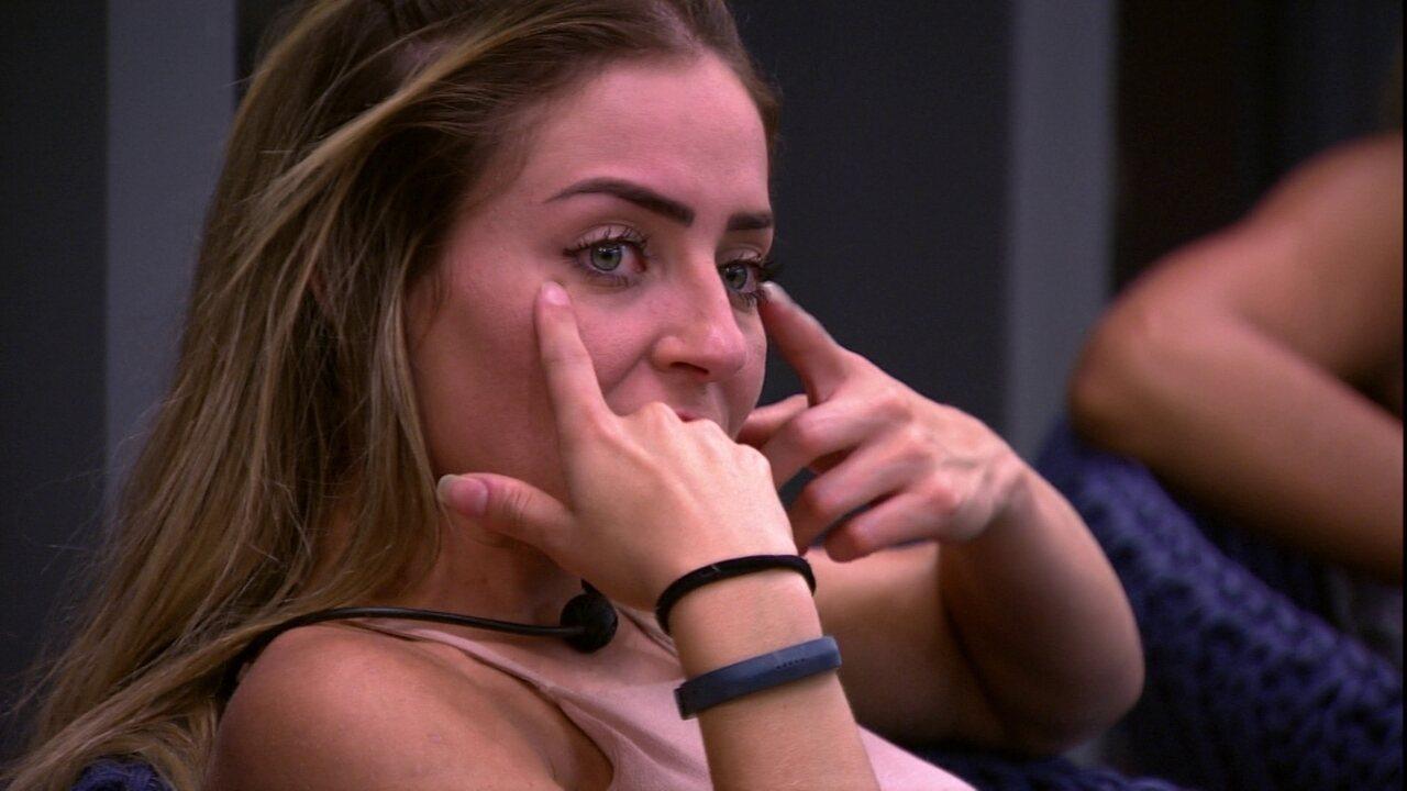 Após Jogo da Discórdia, Danrley faz pergunta para Paula: 'Está boladona?'