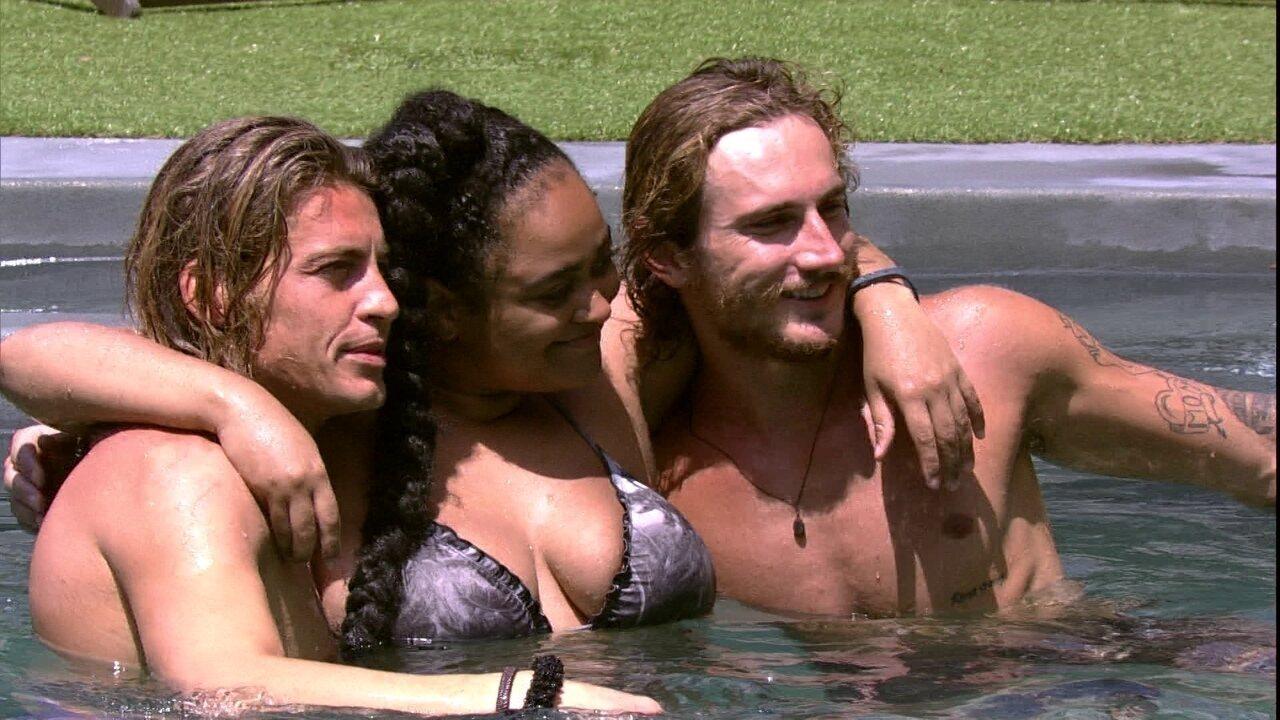 Alberto abraça Rízia e sister brinca com Alan: 'Agarro logo os dois'