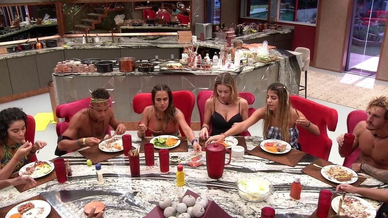 Elana elogia almoço preparado por Rodrigo: 'Arrasou'
