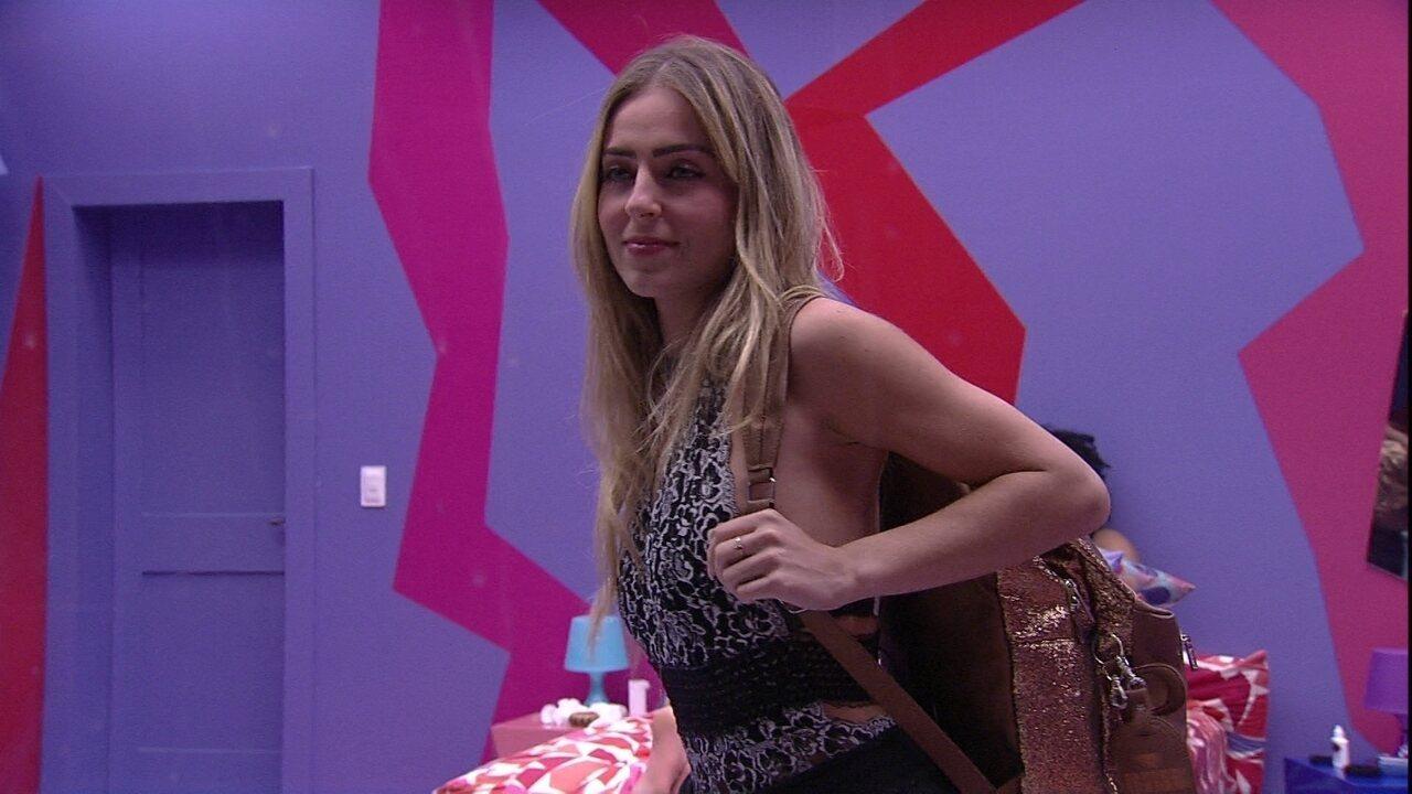 Paula faz brincadeira e Gabriela questiona: 'Por que você está falando que vai sair?'