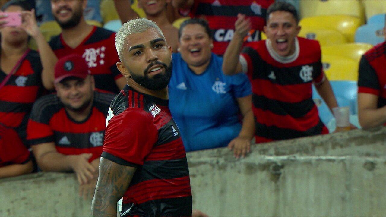 Gol do Flamengo! Gabriel recebe no bico da área, bate cruzado e amplia aos 35 do 2º tempo