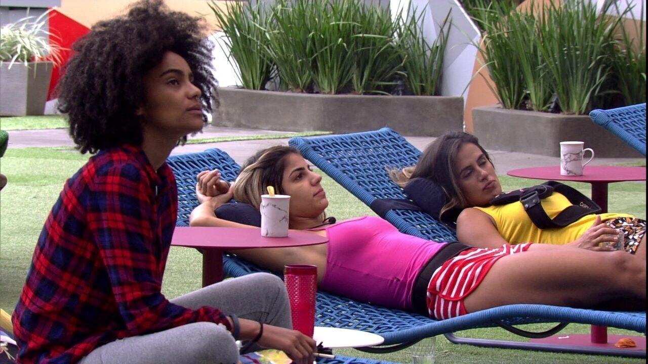 Hariany promete massagem em Gabriela