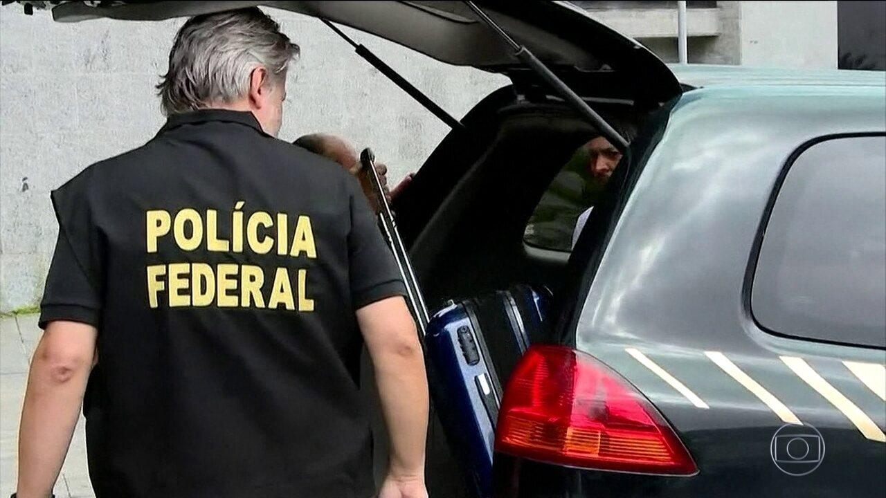 Polícia Federal faz operação para prender quatro doleiros, em SP
