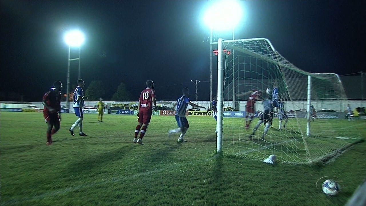 GOOOL DO CRB! Aos 12' do 1° tempo, Ferrugem cobra escanteio, gol olímpico do volante