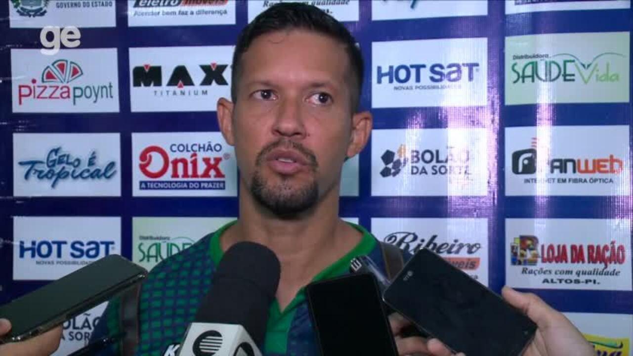 Raphael Freitas festeja empate com um a menos:
