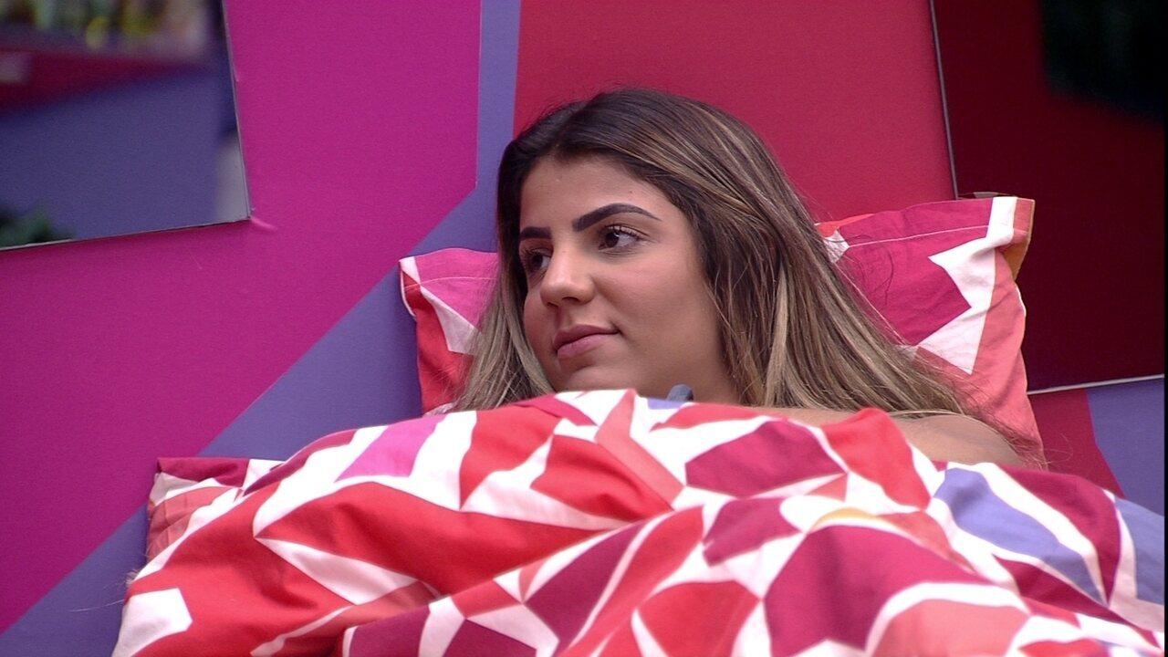 Hariany conversa com Paula sobre Rízia e diz: 'Iludida'