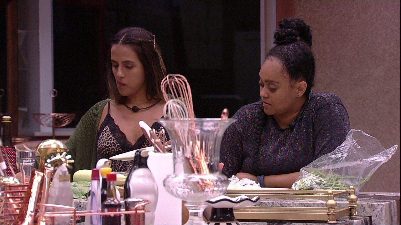 Carolina acha que os brothers ficaram com ciúme de Rízia e Alberto