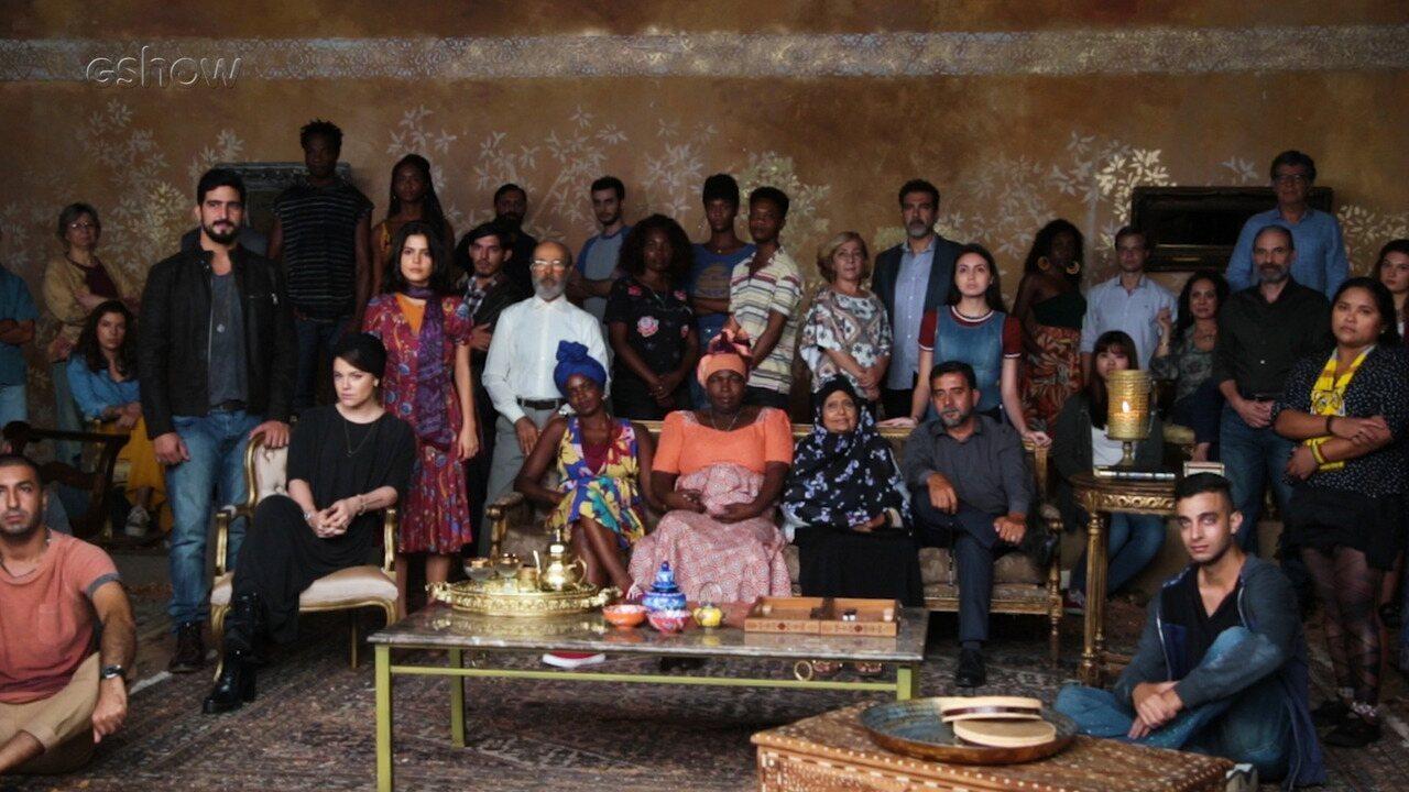 Refugiados participam da abertura de Órfãos da Terra