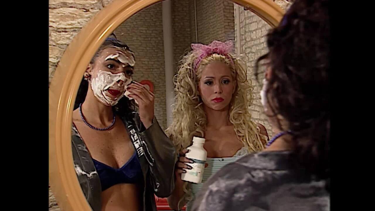 Danielle Winits e Claudia Lyra na primeira temporada do 'Zorra Total'