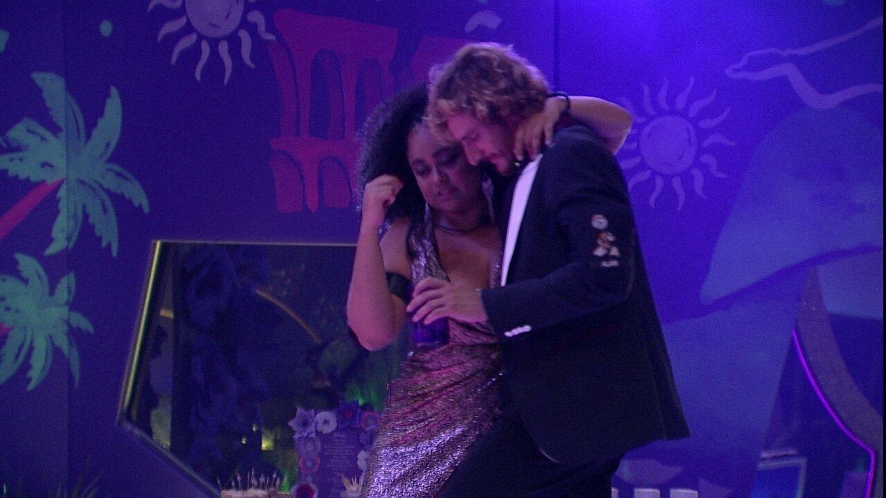 Rízia e Alan dançam 'Suíte 14'