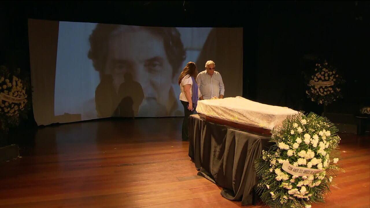 Corpo de Domingos Oliveira é enterrado no Rio de Janeiro