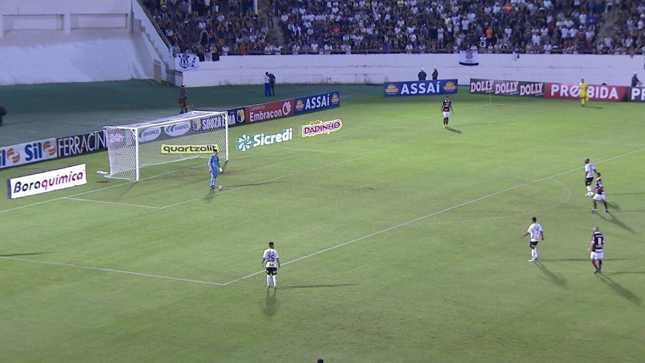 Corinthians avança a marcação para pressionar a saída de bola da Ferroviária