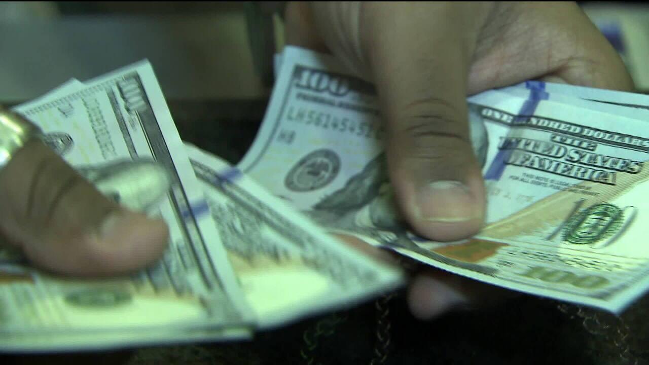 Dólar chega a R$ 3,93 com tensão política entre executivo e legislativo