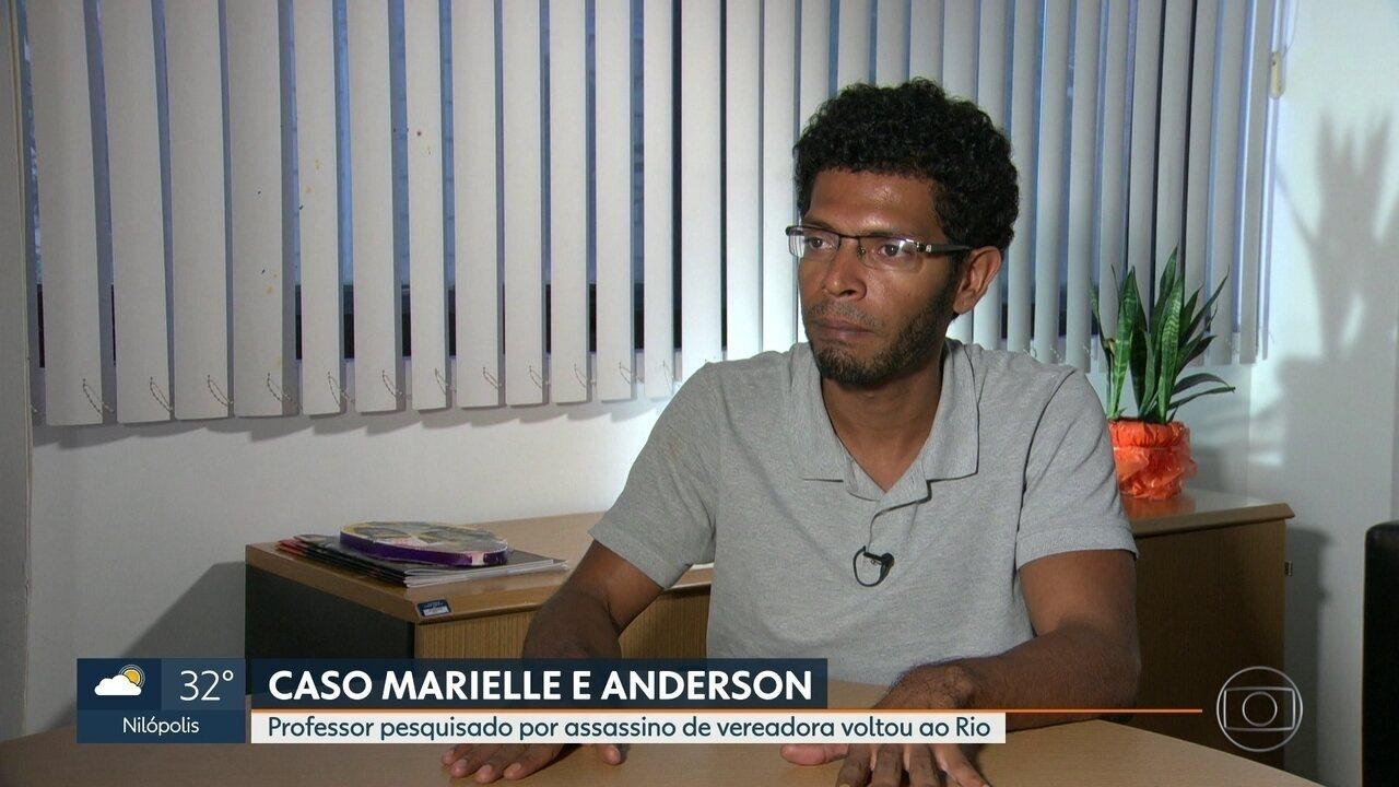 Professor pesquisado por assassino de Marielle Franco volta ao Rio