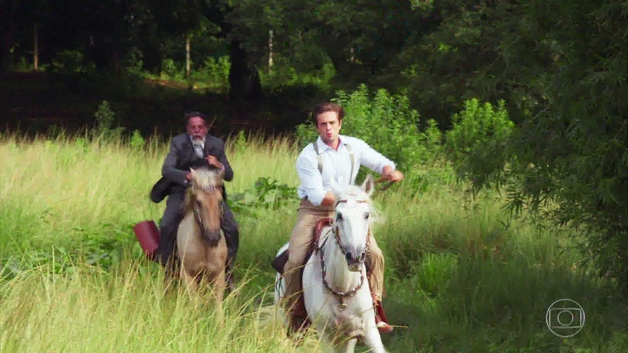 Doutor Fabrício (Marcello Scorel) salva a vida de Danilo (Rafael Cardoso)