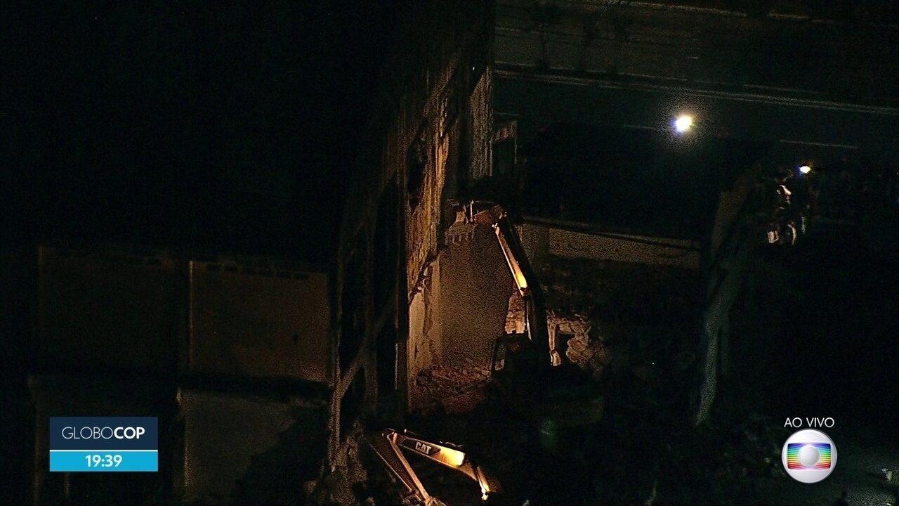 Após Justiça autorizar, demolição de armazéns no Cais José Estelita é retomada no Recife