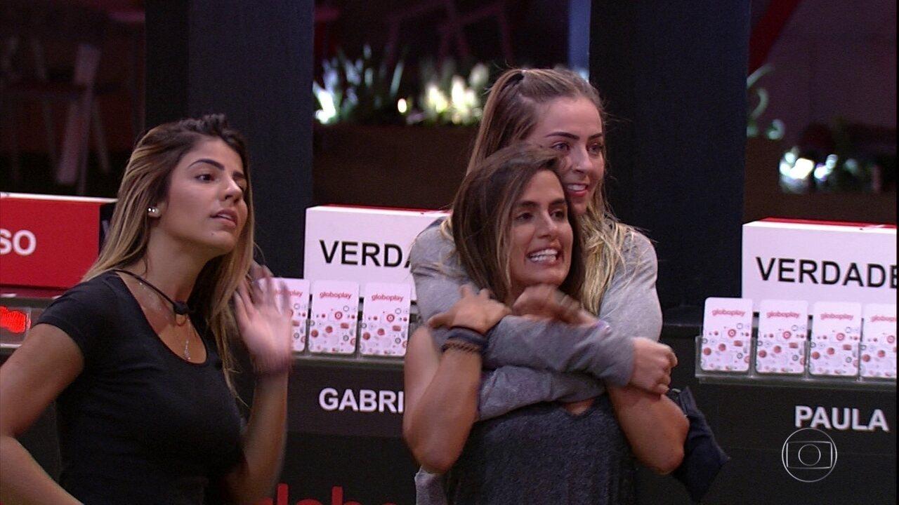Líder Paula escolhe Carolina e Hariany como VIPS