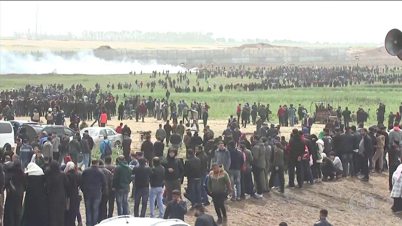 Milhares de palestinos fazem protesto na fronteira da Faixa de Gaza com Israel