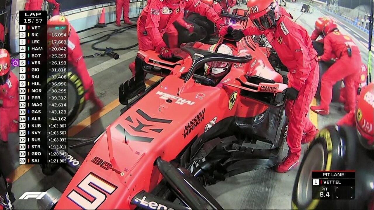 Vettel faz pit stop e volta atrás de Hamilton