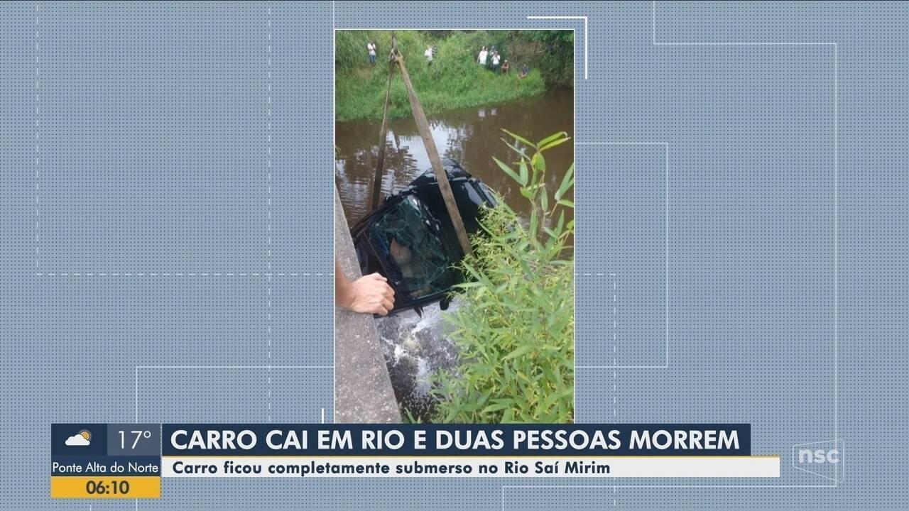 Duas pessoas morrem após carro cair dentro de rio em Itapoá