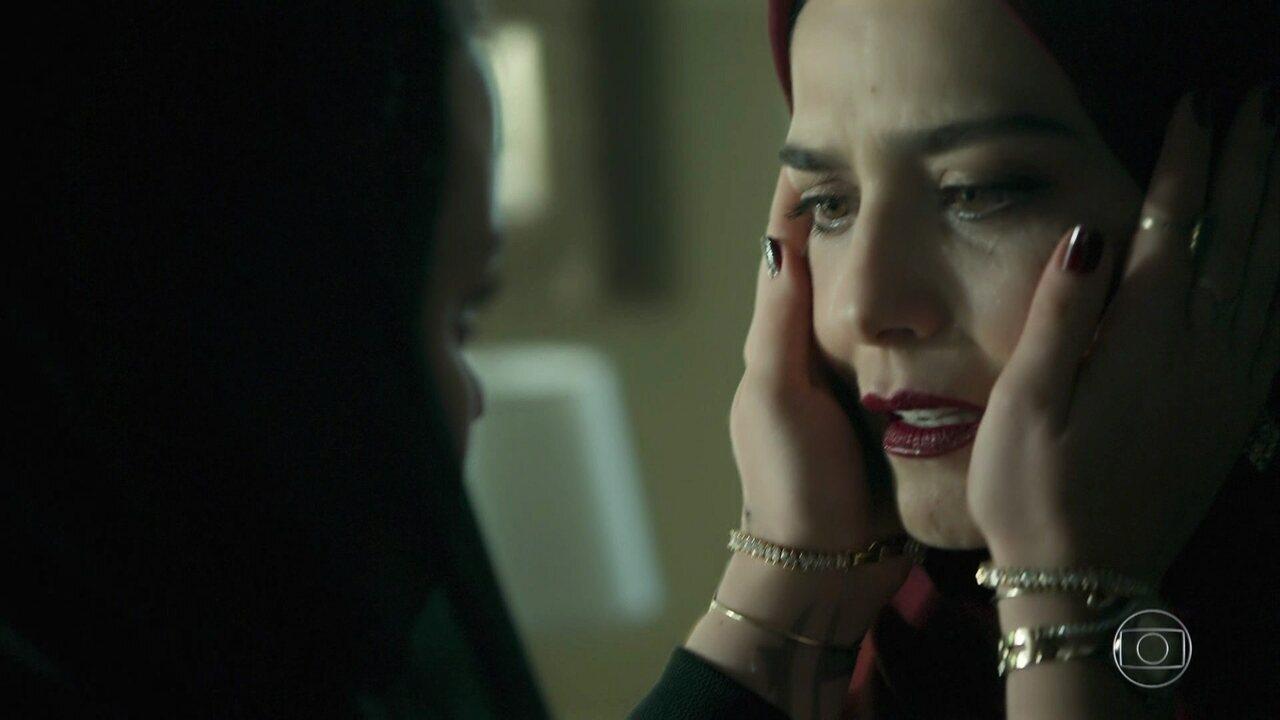 Dalila impede Aziz de agredir Soraia