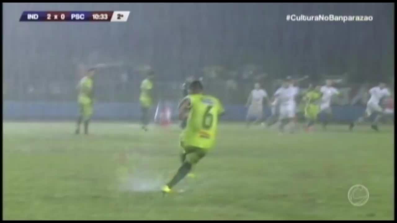 De cabeça, Dedé faz o segundo gol do Independente contra o Paysandu