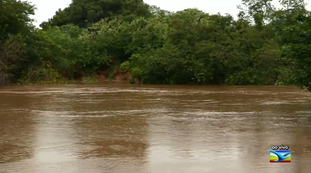Chuva causa ameaça de aumento de enchentes no Rio Itapecuru no Maranhão