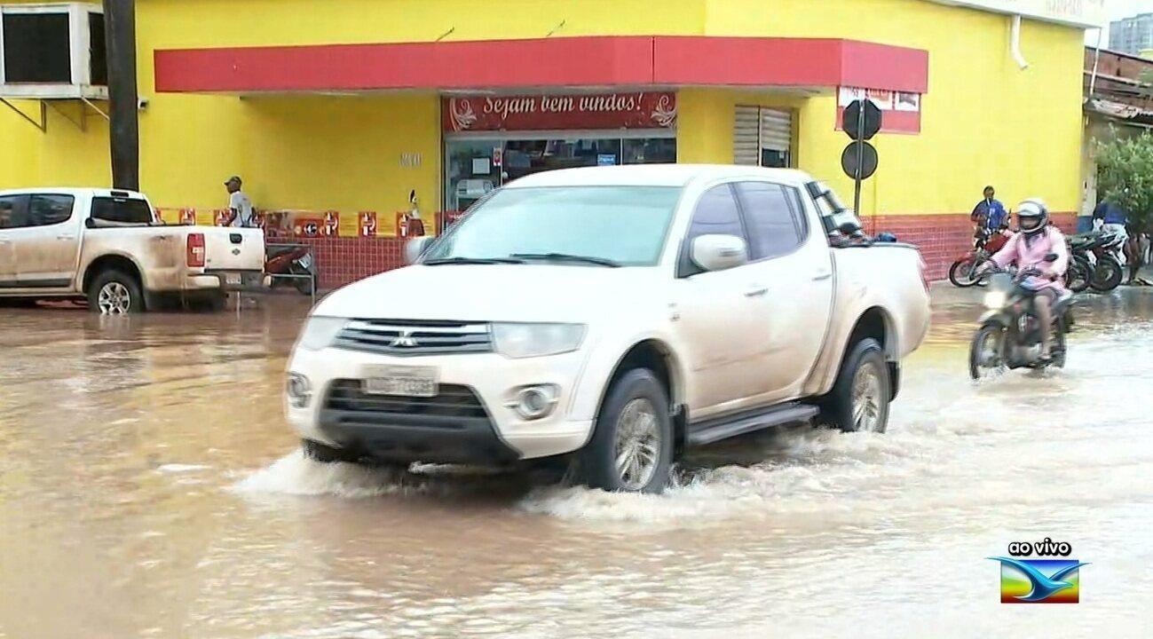 Fortes chuvas causam alagamentos em Imperatriz
